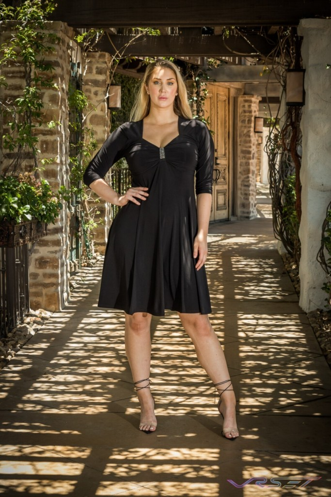 Curvy Model FunFash Black Dress LookBook Plus Size Photographer LA